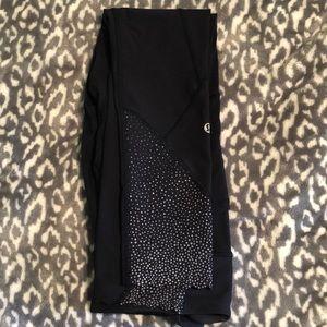 lululemon athletica Pants - Lululemon cropped patterned trim leggings